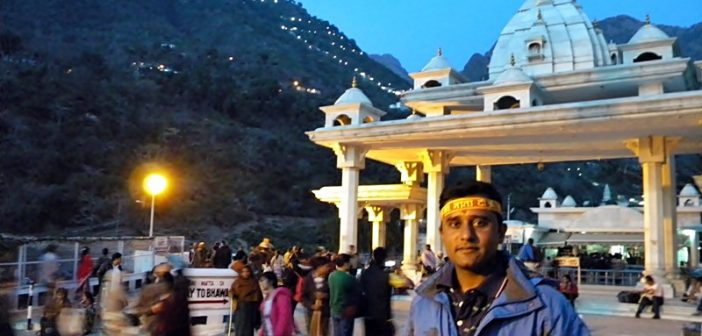 Santosh Unecha at mother's gate